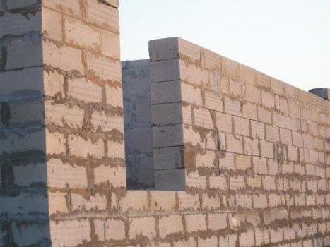 толщина стены из пеноблоков  дверь