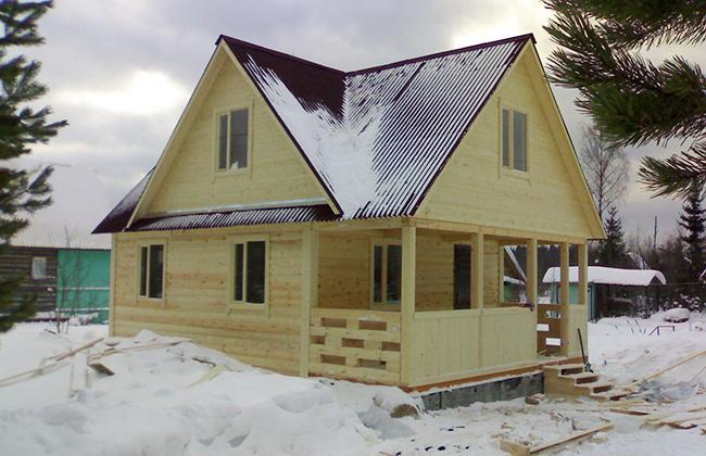 Срубы домов зимой