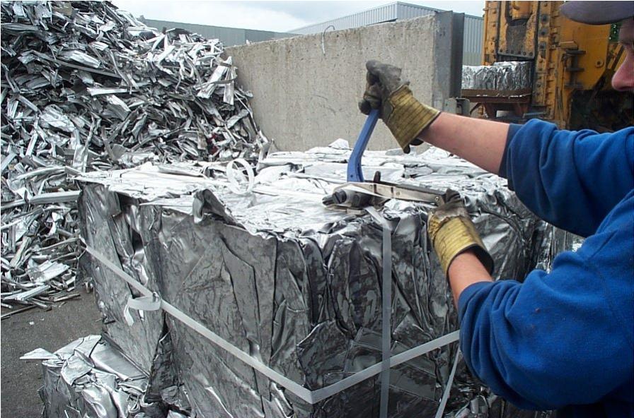 Лента стальная упаковочная скрепления ящиков с тарой