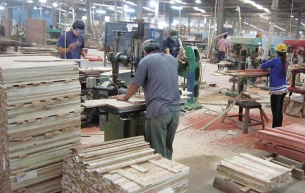процесс изготовление мебели на фабрике