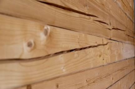 трещины в доме из бруса