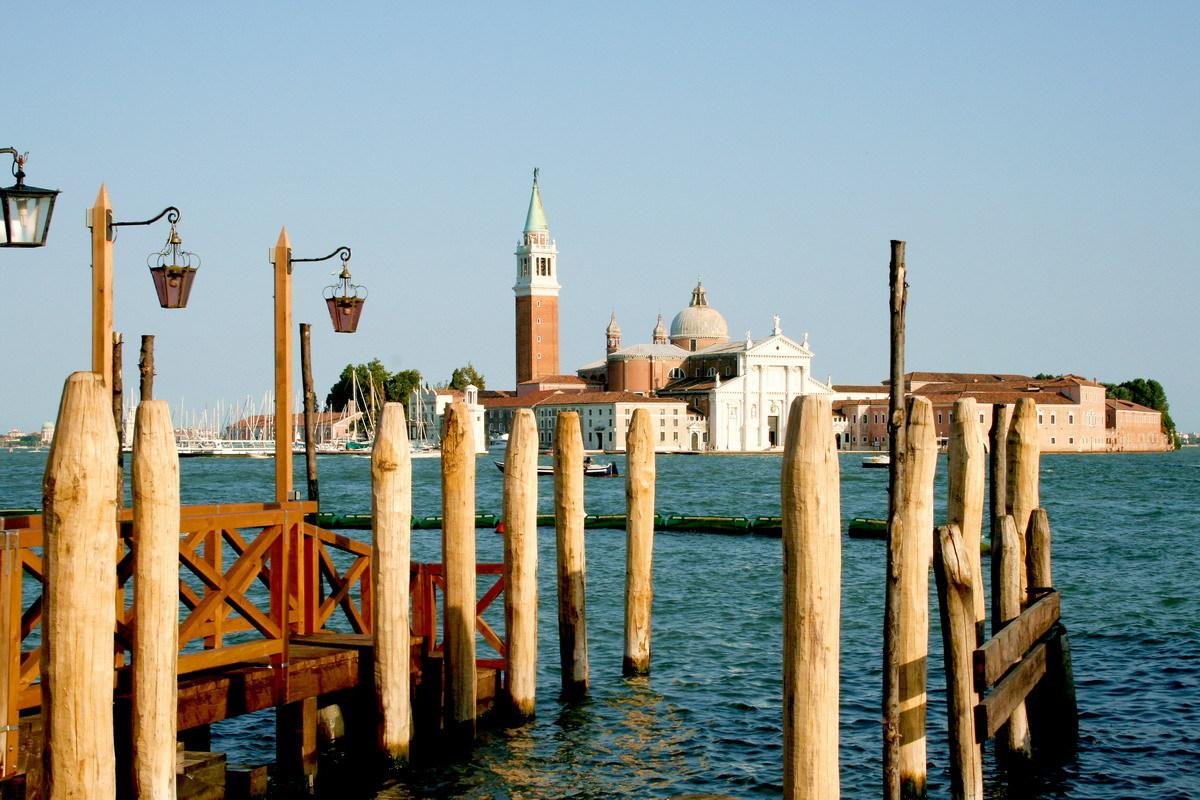 сваи из лиственницы в Венеции
