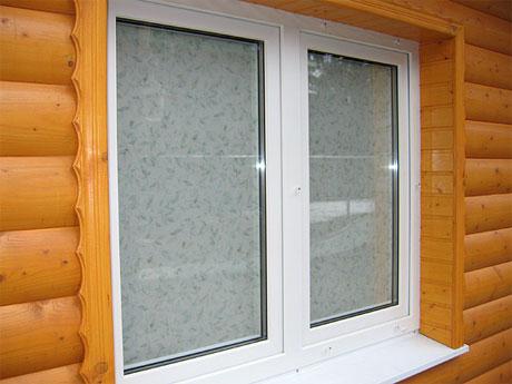 окна из пластика в деревянный дом