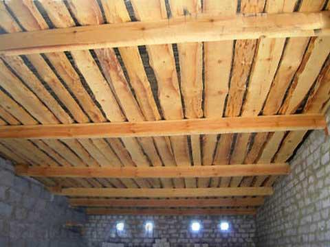 необрезная доска потолок